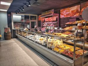Salumi e Formaggi Borgonovo Mercato Alimentare
